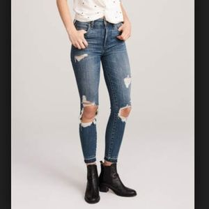 Abercrombie & Fitch Destroyed Skinny Jean